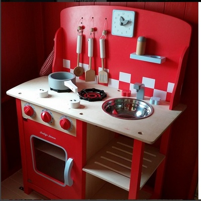 Le Toy Van play kitchen