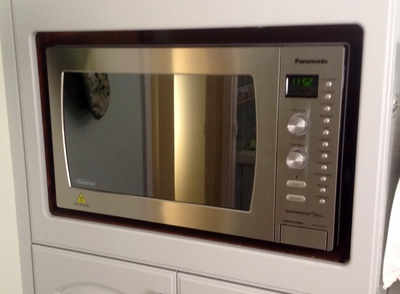 Microwave, cooking, cook, beep, beeping, reheat, heat food, buttons, press
